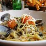 Jamie's Italian spaghetti al vongole & funky chips!