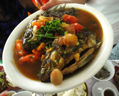 Ca Ran Xot Me - crispy fried whole fish with spicy tamarind sauce served with steamed rice